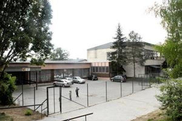 ZŠ na Luniku IX. Za múrmi tejto školy zaútočila matka piatačky na učiteľku.