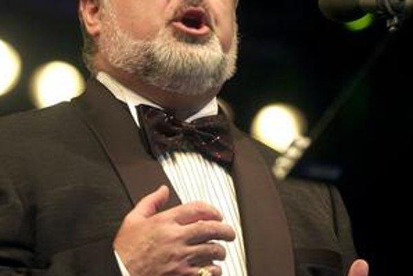 Peter Dvorský. Odchádza šéfovať opere do SND. Kto prevezme košickú operu sa ešte nevie.