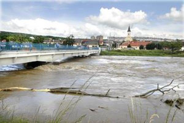 Ťahanovský most museli večer uzavrieť.