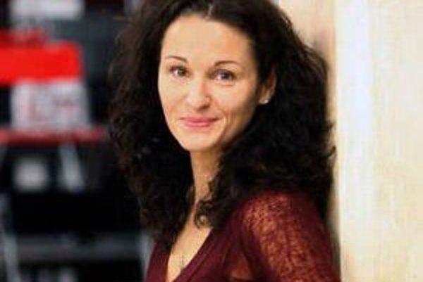 Šárka Ondrišová (1971) Choreografka a pedagogička džezového tanca. Je absolventkou HTF KTT VŠMU v Bratislave, odboru choreografia baletu. Ako tanečnica pôsobila aj vo VUS-e či v baletnom súbore Novej scény v Bratislave. Založila profesionálnu tanečnú skup