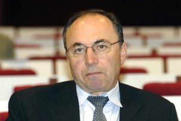 Ladislav Bruňák. Tvrdí, že ide o prvý prípad, keď sa mestský poslanec stal predsedom predstavenstva podniku patriaceho mestu.