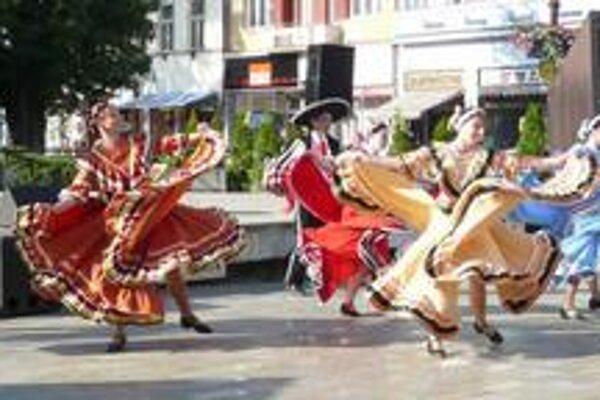 Spomienka. Minulý rok sa Hlavná ulica hemžila aj mexickou kultúrou.