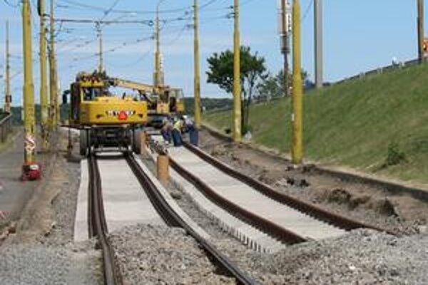 Rekonštrukcia. Robia ju odborníci z Koľajových a dopravných stavieb, s.r.o. Košice.