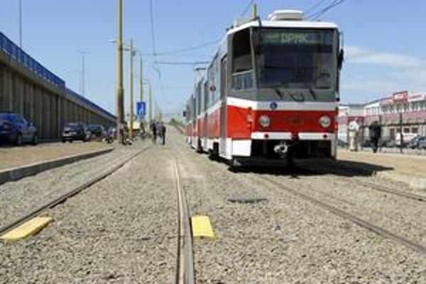 Prvá jazda. Šéf DPMK Michal Tkáč verí, že cestujúci ocenia zrekonštruovanú trať.