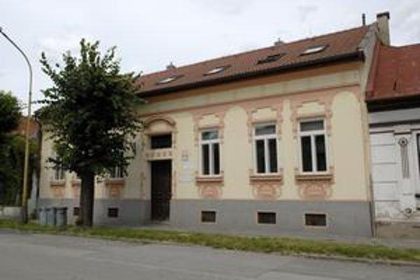 Dar majstra Löfflera - vila na Kmeťovej. Budova musí slúžiť na umelecko-výtvarnú činnosť, najbližší rok v nej bude výtvarná škola.