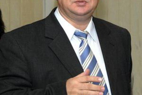 Jozef  Drábik. Jeho politická kariéra sa končí. Stiahol aj kandidatúru na poslanca samosprávneho kraja.