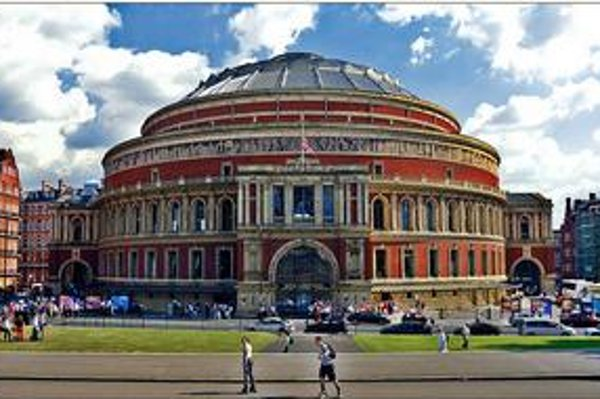 Známa Royal Albert Hall je domovom Royal Choral Society.
