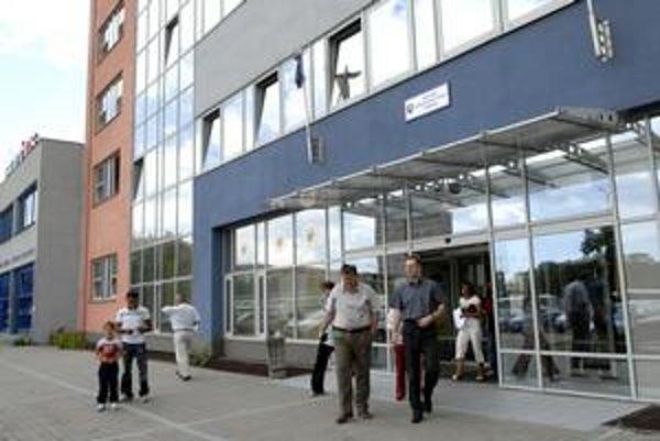 Úrad práce v Košiciach. Prijíma nových ľudí. Takmer 600 zamestnancov ako v roku 2007 však zatiaľ mať nebude.
