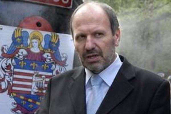 Primátor František Knapík (KDH). S vývojom situácie v meste nie je spokojný, na rad prídu nepopulárne opatrenia.