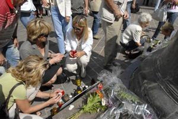 Tragická udalosť. Jej prvé výročie si v pondelok pripomenuli Košičania pri zvone sv. Urbana na Hlavnej ulici.