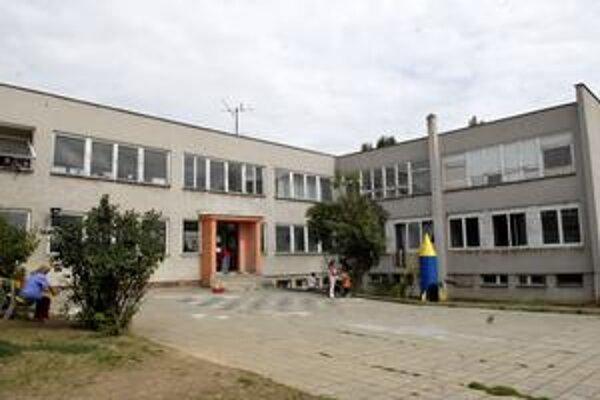 Krízové centrum. Pre správanie jeho klientely poslali obyvatelia Košickej Novej Vsi primátorovi sťažnosť.