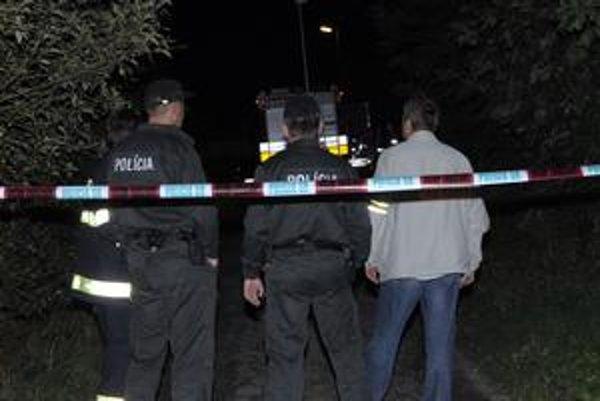 Policajti na mieste činu. Chlapci po zabití ušli, priznali sa až na polícii.