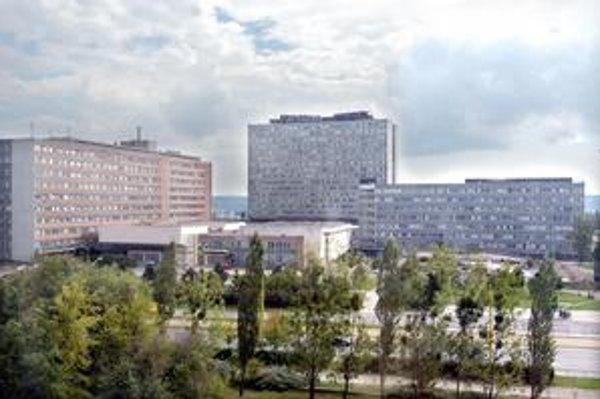 Prevod. Lekárska fakulta už vo svojom sídle (vľavo) nebude platiť prenájom nemocnici.