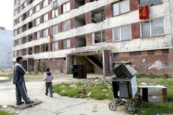 Za tisícku vrátiť dve. Takto na Hrebendovej ulici v Košiciach podľa ženy stíhanej za odloženie detí funguje požičiavanie peňazí.