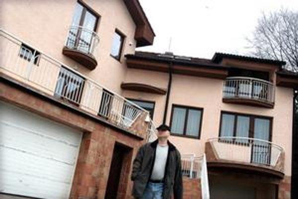 Maroš Merjavý. Keď sa dostane z väzenia, Furča nebude mať splatenú ani polovicu sumy, ktorá zmizla v jeho firme. Kame vymazal, dom patrí príbuznej.