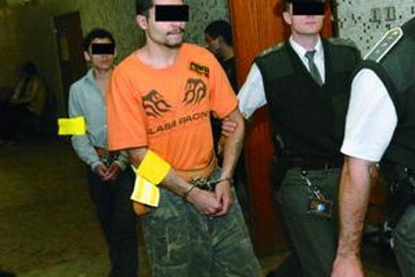 Údajný organizátor.Jeho aj celú skupinu polícia zadržala v auguste 2008 v rovnaký deň, ako prepadli bezdomovcov po druhý raz.