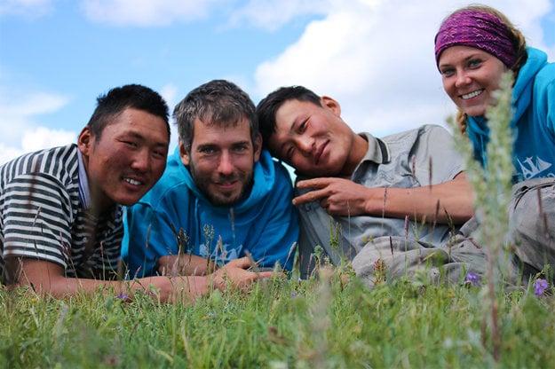 Ženy zvládajú v Mongolsku treking na koňoch lepšie ako muži.