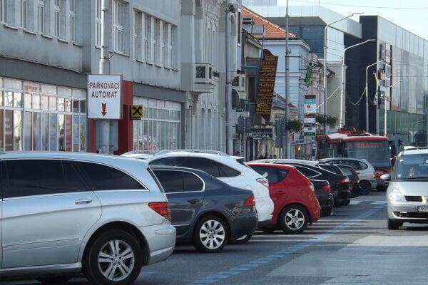 Vodiči v Nitre už nie sú odkázaní len na parkovací automat.