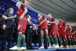 Futbalisti Portugalska si preberajú zlaté medaily.