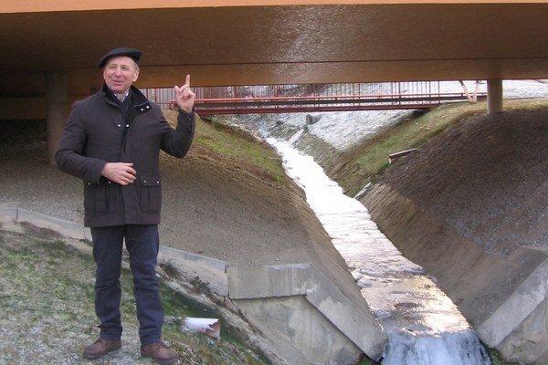 Bývalý starosta obce Okružná v okrese Prešov Pavol Sučko vysvetľuje ako stavali sálu kultúrneho domu.