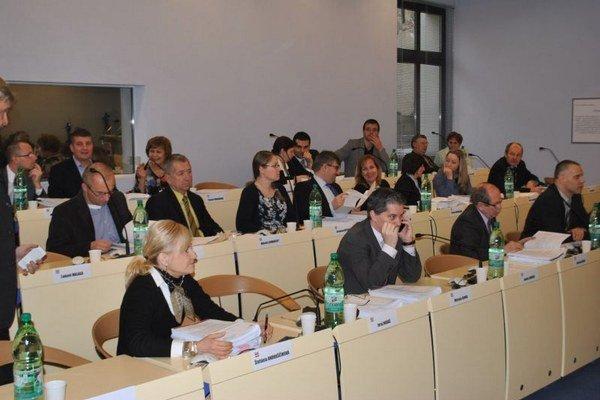 Prešovskí poslanci. Schvaľovali investície na rok 2016