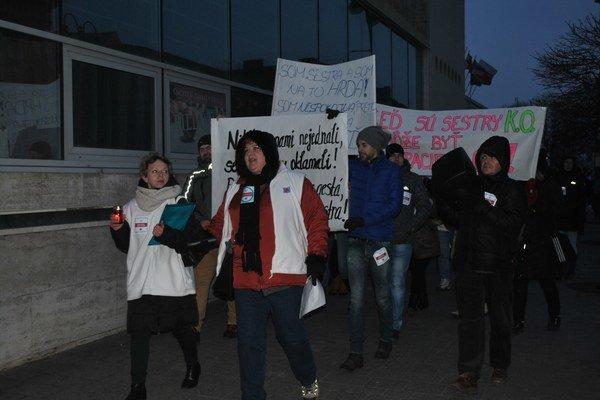 Protesty sestier. Viedli až k hromadným výpovediam.