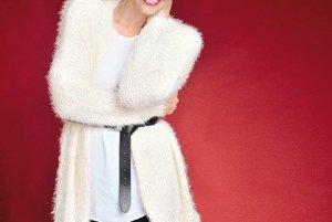 C&AChlpatý oversize sveter <br>Voľná dlhá blúzka<br>Kožený opasok <br>Tmavomodré legínsy <br>