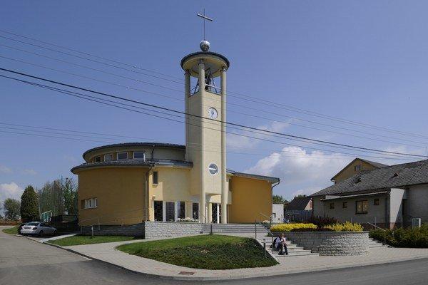 Starý kostol už v obci nestačil, postavili si nový.