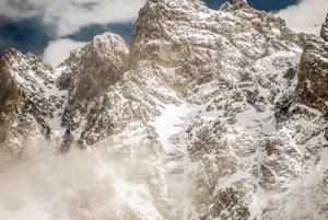 Pohľad na okolité hory obklopujúce Velickú dolinu