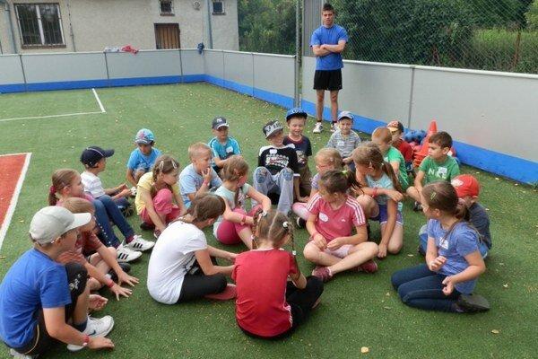 Letný tábor. Deti čaká športovanie a veľa inej zábavy.