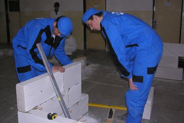 Budúci murári dostanú šancu na duálne vzdelávanie vo firme.