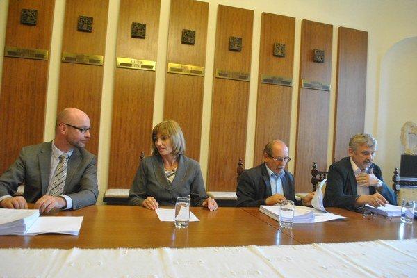 Radní. Mestská rada vzala správu o projektoch na vedomie, smeruje do zastupiteľstva.