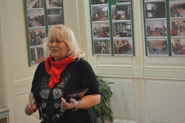 Knižničný festival. Riaditeľka KPOH otvorila výstavu fotografií k výročiu.