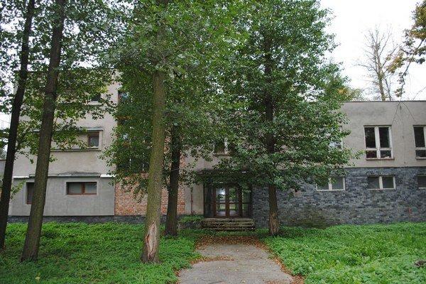 Liečebný dom napriek pokusom o rekonštrukciu ostal v pôvodnom stave.