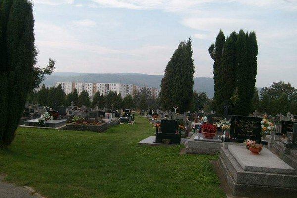 Solivar-Šváby. Po vykúpení pozemkov vznikne nová časť cintorína.