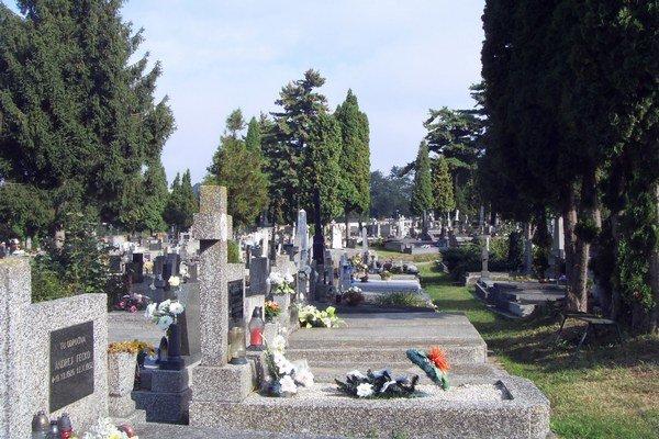 Hlavný mestský cintorín. Na Štedrý deň bude otvorený bez obmedzenia.