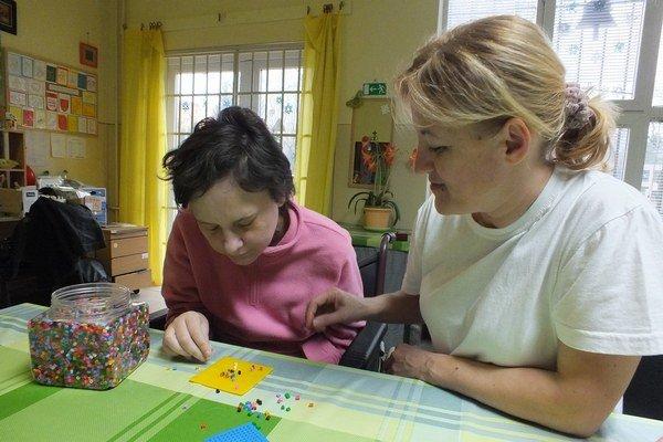 Gabriela pri svojej každodennej práci v OZ Barlička.