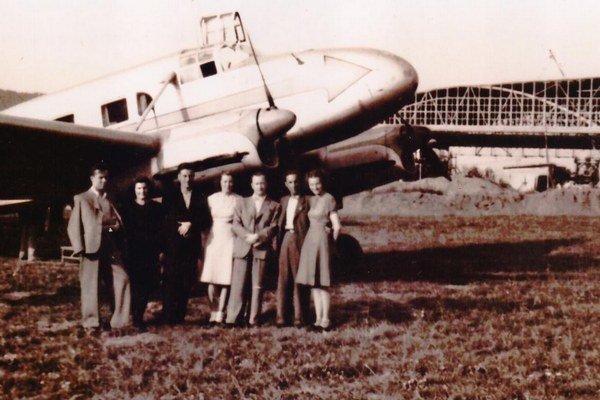 Prešovské letisko. V rokoch 1945-46 ešte nebol dostavaný hangár.