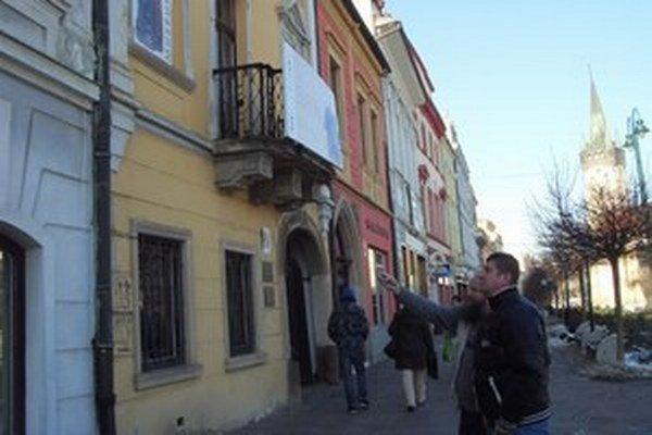 Meštianske domy na Hlavnej. Ich spojením vznikne v podkroví veľká výstavná sieň.