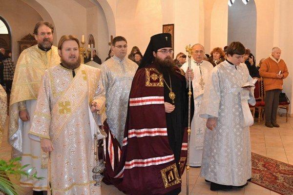 Sv. liturgia. Slúžil ju metropolita a arcibiskup Rastislav.