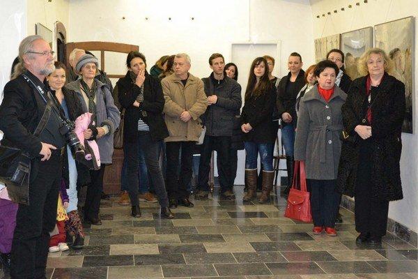 Strieborný štvoruholník. Výstava predstavuje kolekciu 95 diel od 76 autorov z 5 krajín.