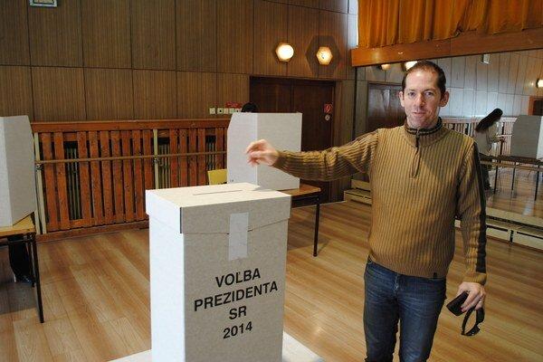 Prešovský volič. Marián Bednár neváhal a prišiel odovzdať svoj hlas.