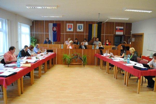 Mestské zastupiteľstvo riešilo hospodárenie V. Šariša.