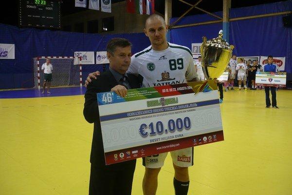 Michal Kopčo. Ako kapitán prvý raz dvíhal pohár v Doboji.
