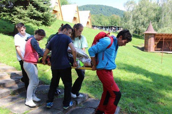 Mladí zdravotníci. Školili sa a riešili krízové situácie.