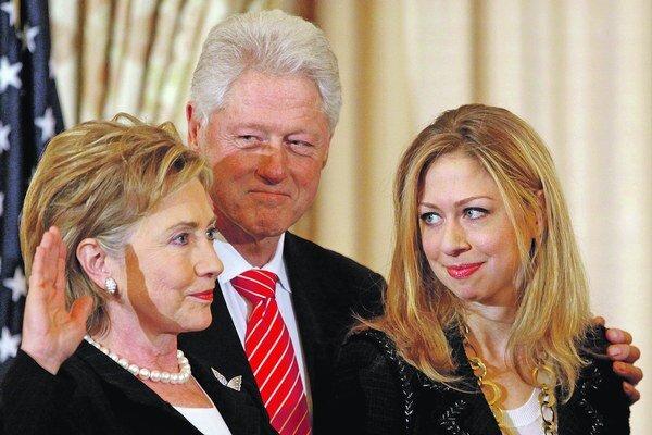 Hillary ide so boja.