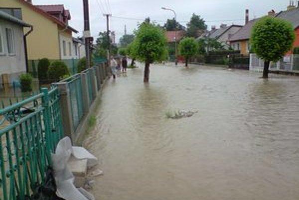 Záplavy. Takto to vyzeralo v roku 2010 na Maybaumovej.