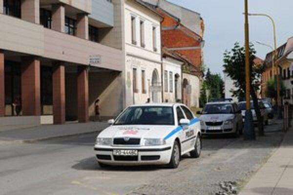 Mestská polícia. Mesto má len 73 ľudí, keby pôsobili aj v obciach, chýbali by obyvateľom.