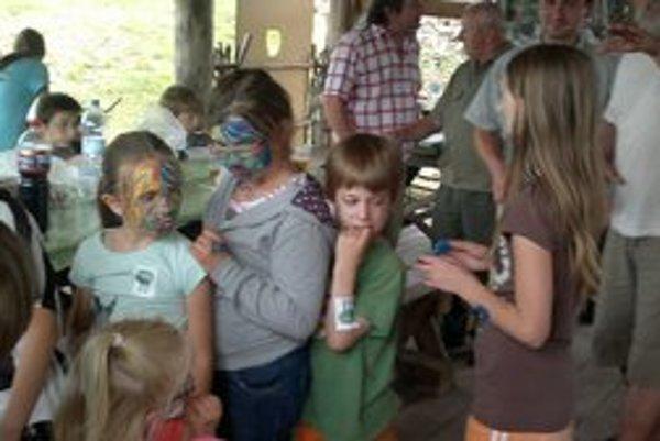 Deň poľovníctva. Poľovníci ho oslávili so svojimi rodinami.