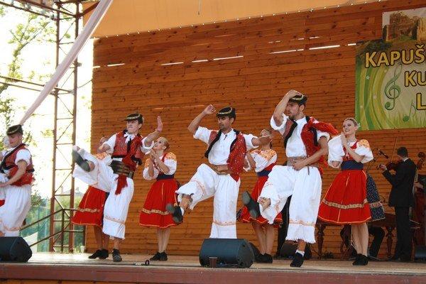 Čarovné ostrohy predviedli cifrovanie v rôznych krojoch aj zaujímavé choreografie.
